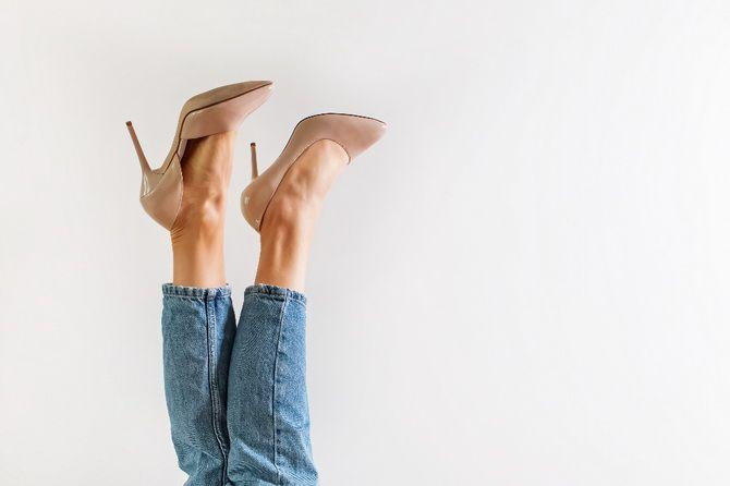 Бежеві туфлі на високих підборах – з чим носити? 1