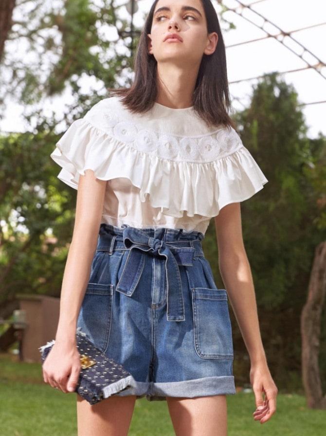 Біла блуза з воланами – найромантичніший тренд сезону весна-літо 2021 16
