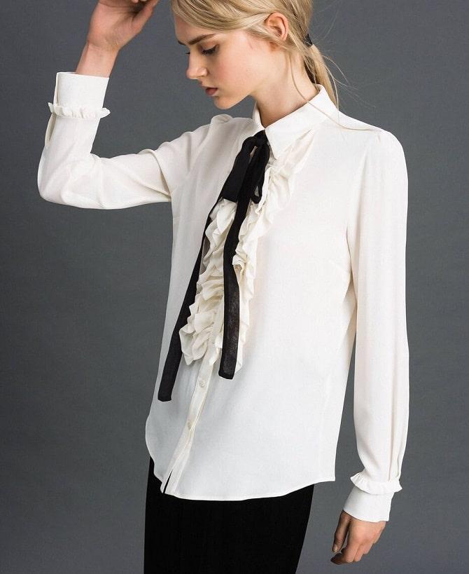 Біла блуза з воланами – найромантичніший тренд сезону весна-літо 2021 3