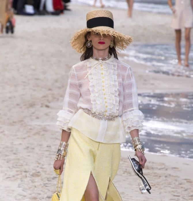 Біла блуза з воланами – найромантичніший тренд сезону весна-літо 2021 7