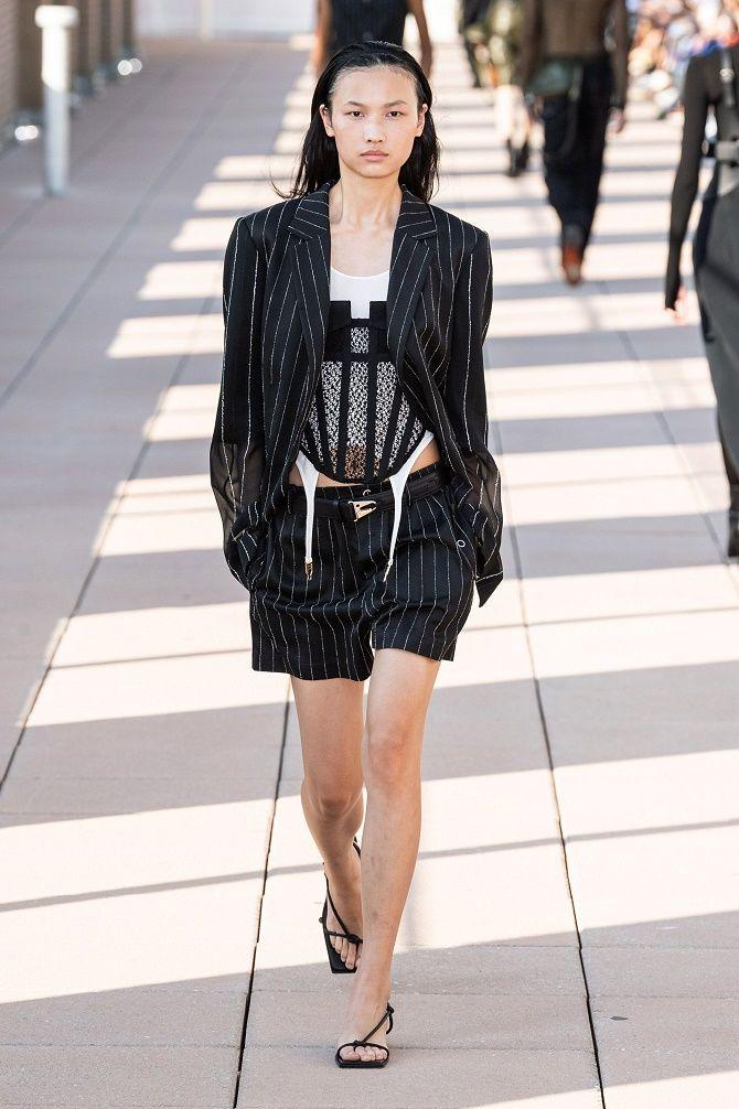 Як носити модний тренд 2021 – корсет 12