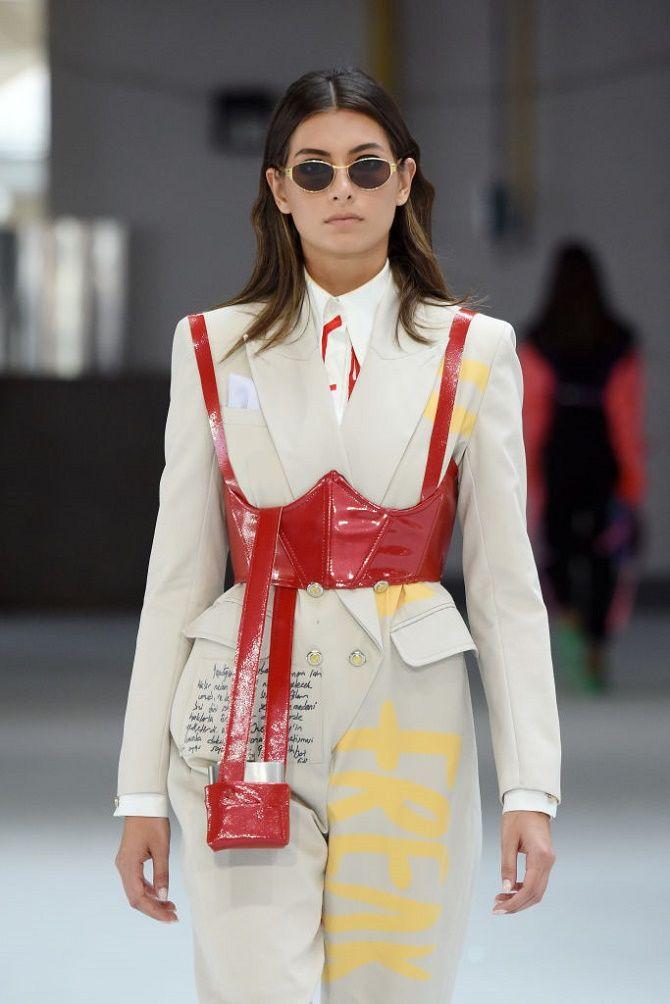 Як носити модний тренд 2021 – корсет 3