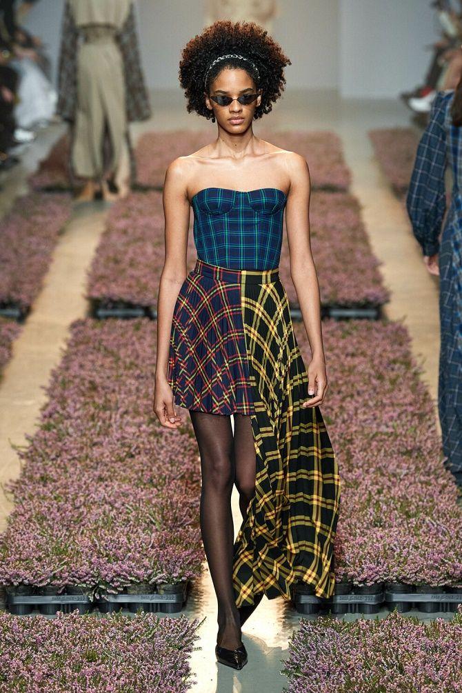 Як носити модний тренд 2021 – корсет 9