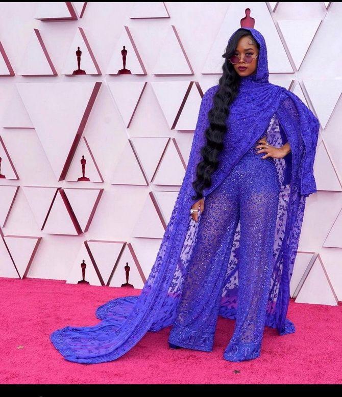 Оскар 2021: лучшие платья на церемонии 12