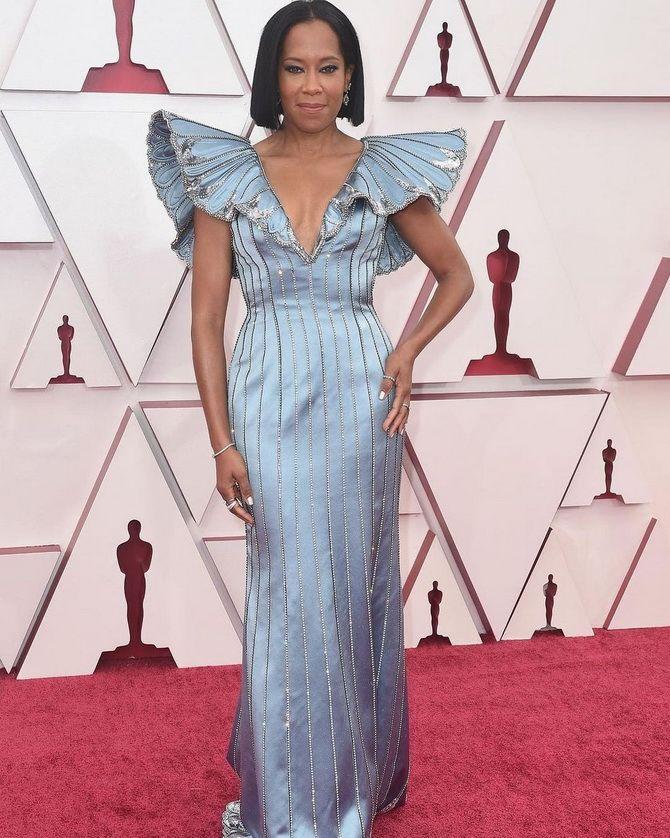 Оскар 2021: лучшие платья на церемонии 13