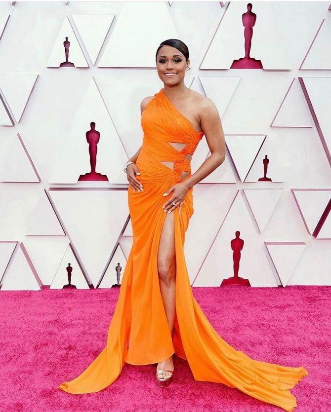 Оскар 2021: лучшие платья на церемонии 11