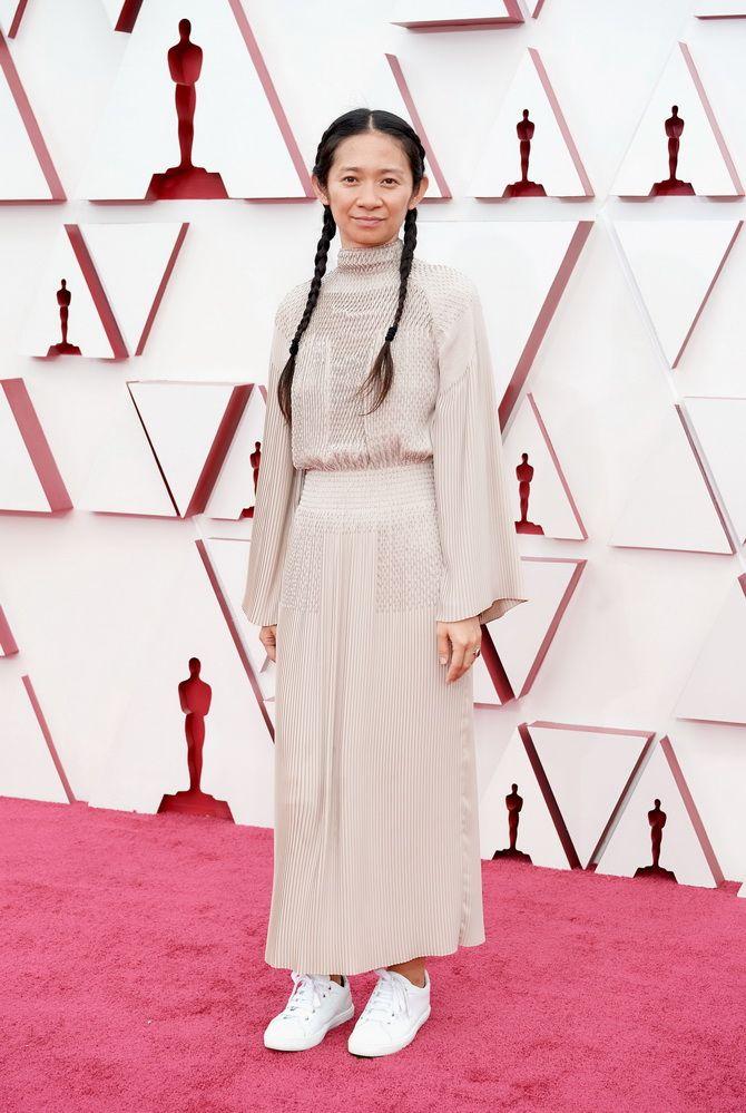 Оскар 2021: лучшие платья на церемонии 16