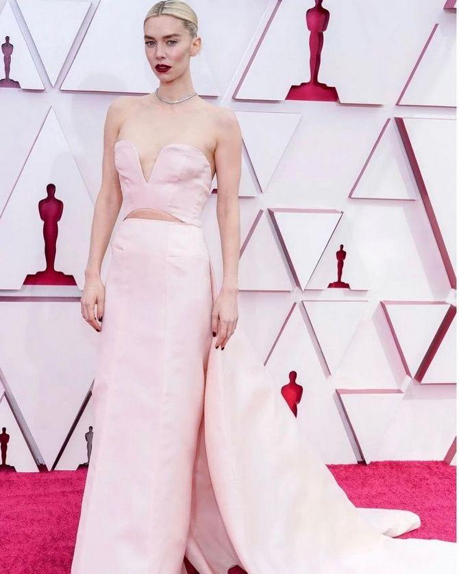 Оскар 2021: лучшие платья на церемонии 17