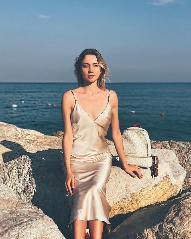 5 способов, как носить платье-комбинацию на любой случай 7