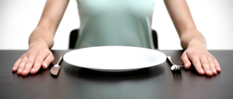 Чи варто голодувати, або Чому недоїдання призводить до набору зайвої ваги?