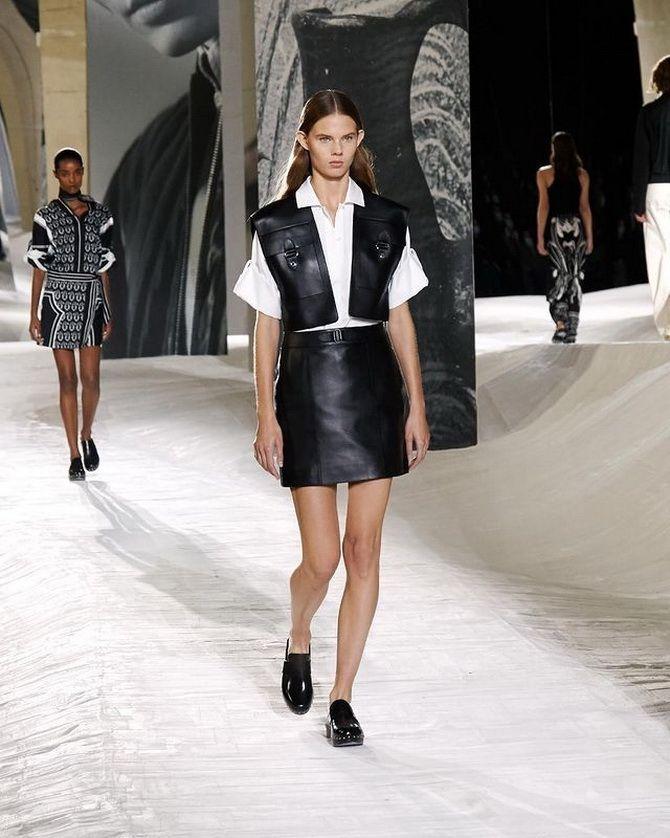 Модні клоги: актуальне взуття на літо 2021 3
