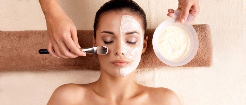 Домашні маски для обличчя, які змусять вашу шкіру сяяти