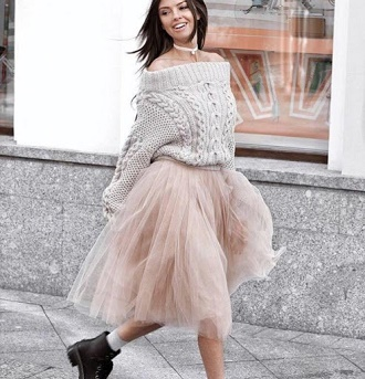 Як правильно носити модні повітряні спідниці після 45 років 10