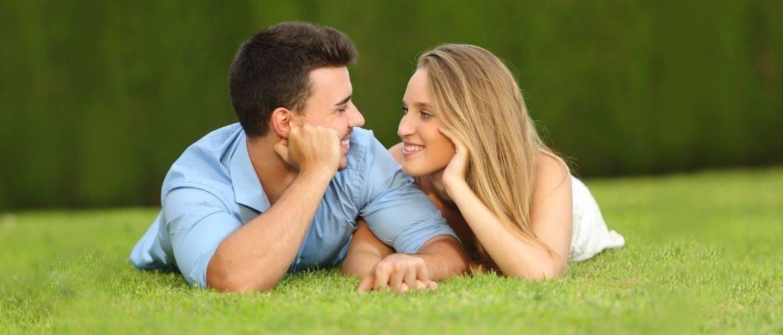 Признаки влюбленного мужчины: 9 сигналов, на которые стоит обратить внимание