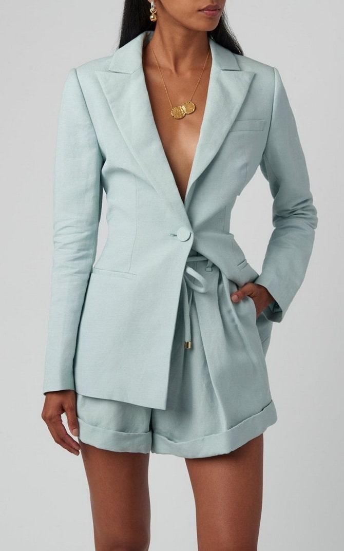 Женский костюм пиджак с шортами: основной летний тренд 2