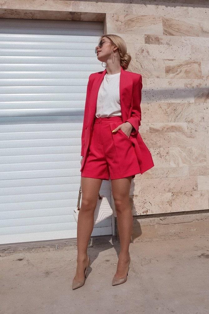 Женский костюм пиджак с шортами: основной летний тренд 17