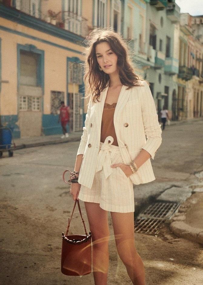 Женский костюм пиджак с шортами: основной летний тренд 21