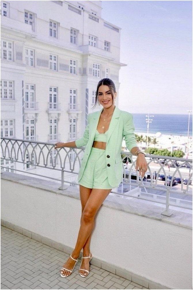 Женский костюм пиджак с шортами: основной летний тренд 12