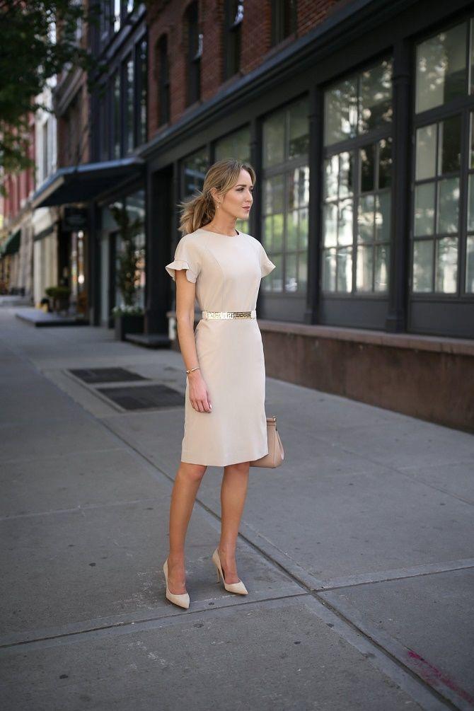 Нежнее нежного: самые модные бежевые платья 2021-2022 20