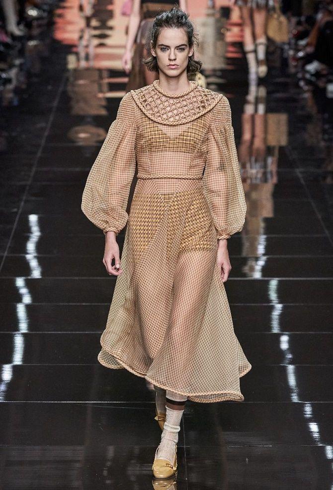 Нежнее нежного: самые модные бежевые платья 2021-2022 8