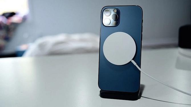 ТОП полезных аксессуаров для iPhone 12 Pro: чем улучшить гаджет? 2