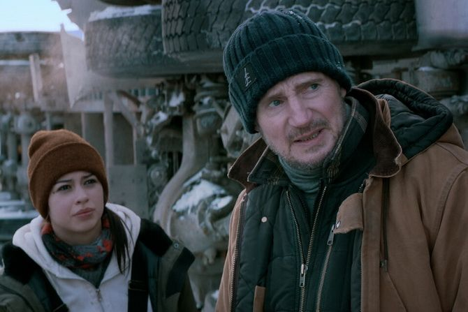 """Фільм """"Льодовий дрифт"""" (2021): боротьба з крижаною пасткою, щоб врятувати життя 1"""