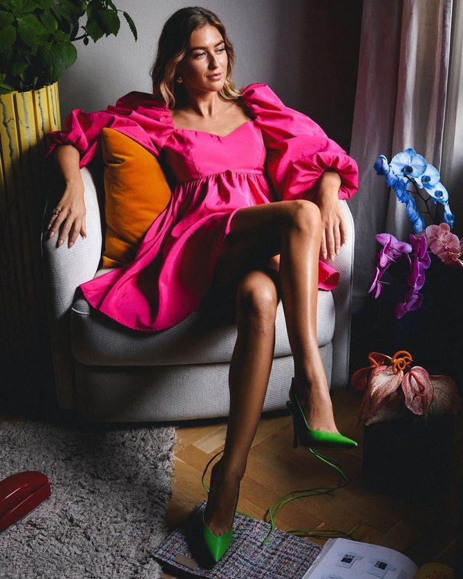 С чем носить зеленые неоновые туфли: яркие луки 12