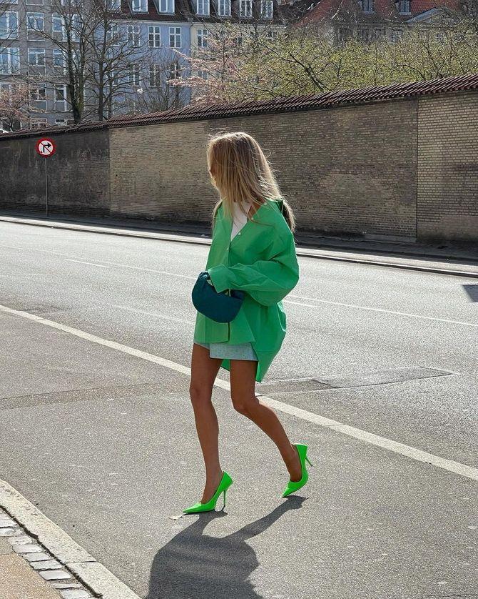 С чем носить зеленые неоновые туфли: яркие луки 2
