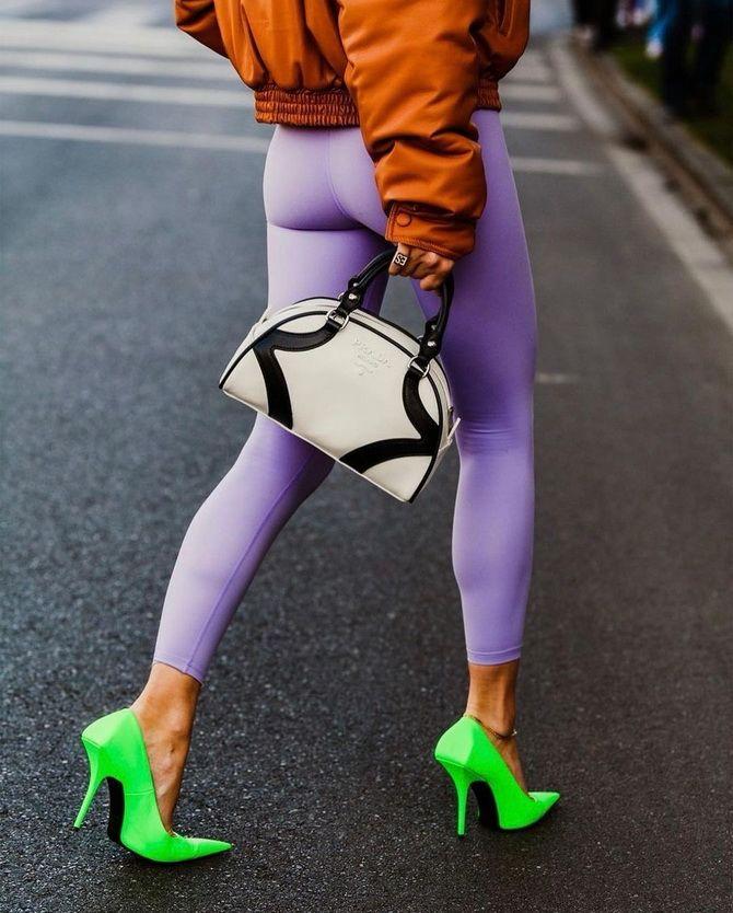 С чем носить зеленые неоновые туфли: яркие луки 17