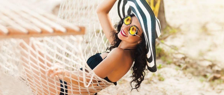 Что взять с собой в отпуск 2021: главные пляжные тенденции