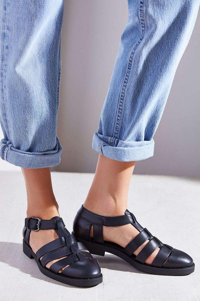 Рибальські сандалі – тренд на потворну взуття триває 15