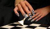 Шахматный маникюр на лето 2021 — модный тренд