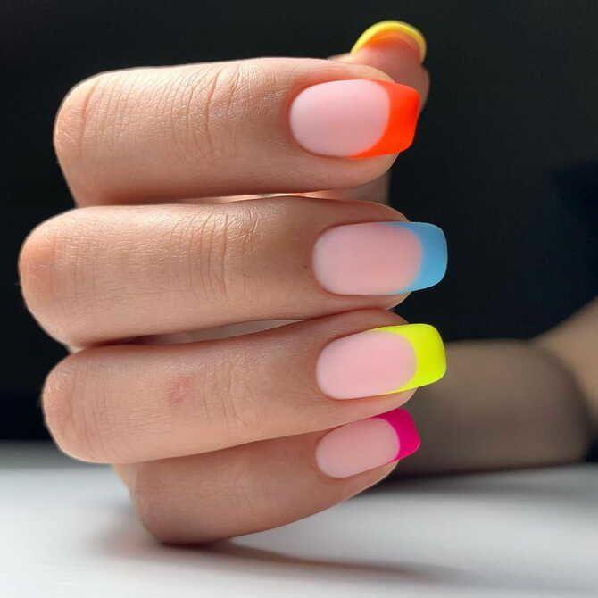 Ногти цвета лета: нейл-арт 2021 в ярких и неоновых цветах 16