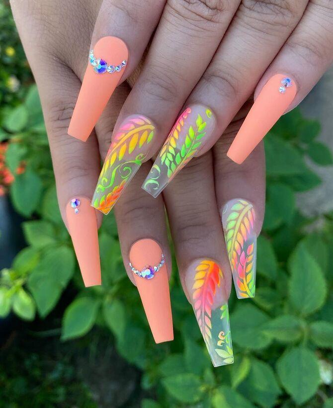 Ногти цвета лета: нейл-арт 2021 в ярких и неоновых цветах 7
