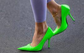 С чем носить зеленые неоновые туфли: яркие луки