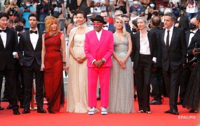 Каннский кинофестиваль 2021: Хелен Миррен, Белла Хадид и другие звезды на красной дорожке 12