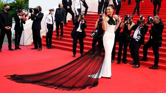 Каннский кинофестиваль 2021: Хелен Миррен, Белла Хадид и другие звезды на красной дорожке 5