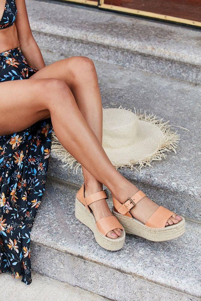 Модні босоніжки на платформі: що носити цього літа 11