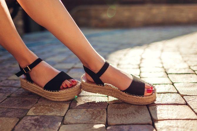 Модні босоніжки на платформі: що носити цього літа 15