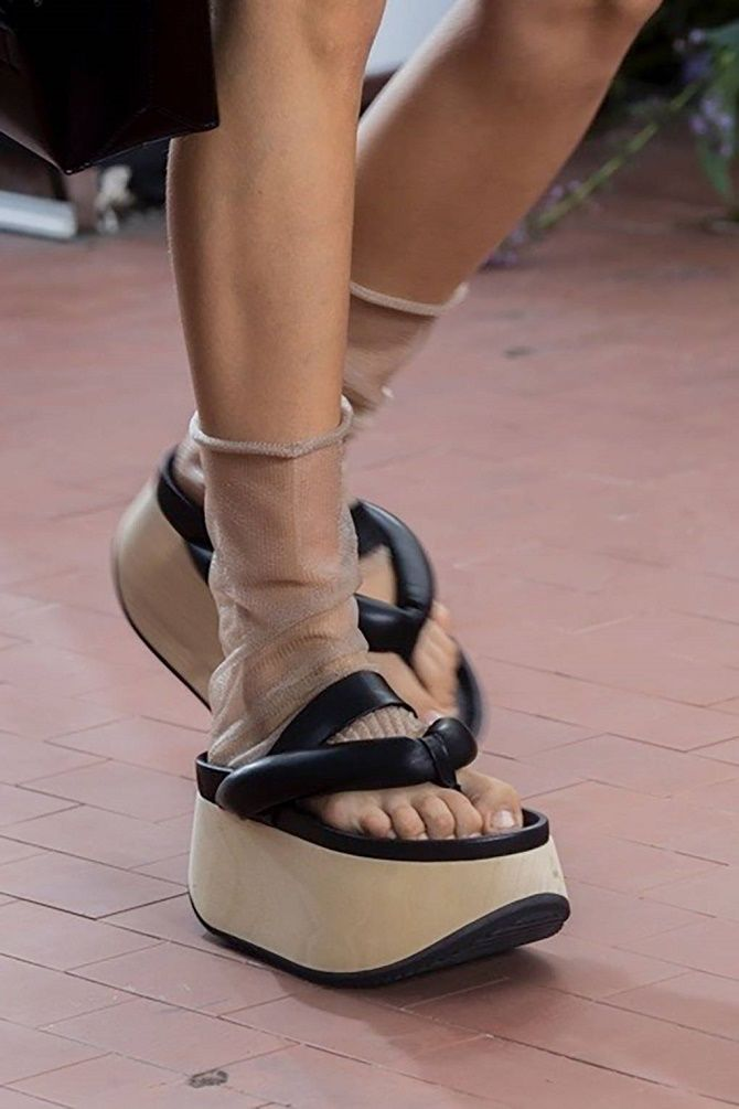 Модні босоніжки на платформі: що носити цього літа 18