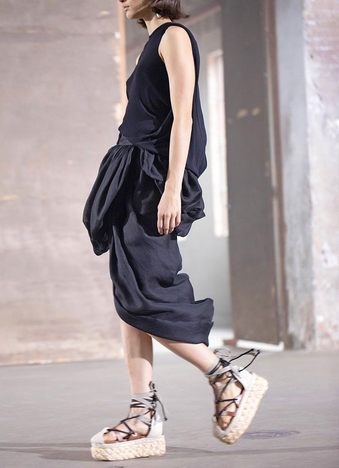 Модні босоніжки на платформі: що носити цього літа 23