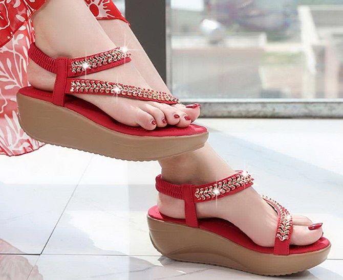 Модні босоніжки на платформі: що носити цього літа 24