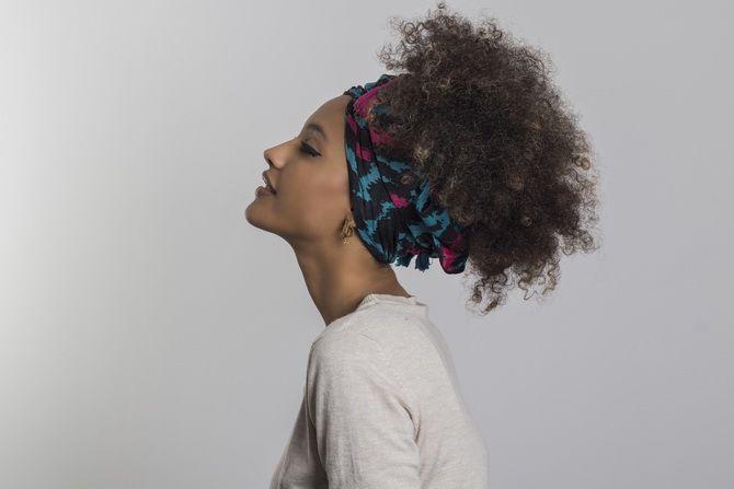 Летние прически для вьющихся волос 6