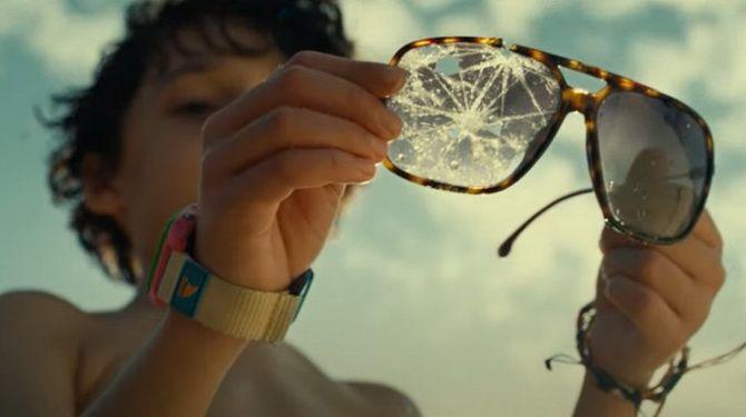 """Фільм """"Час"""" (2021) – моторошний острів, який зістарює людей 3"""