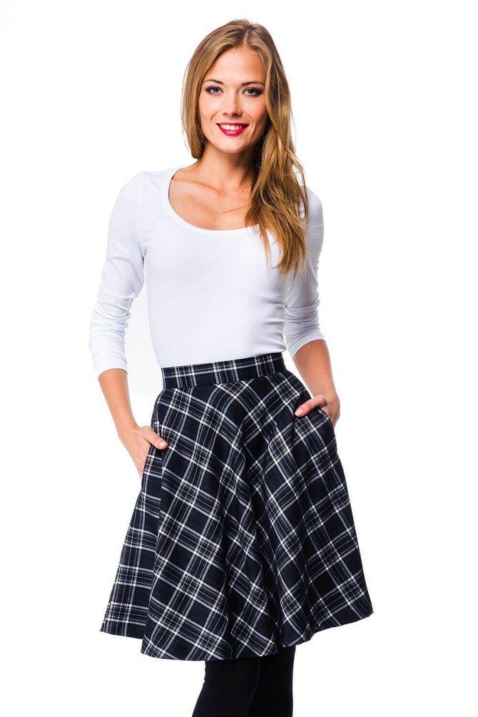 С чем носить модную юбку в клетку: актуальные идеи для модниц 22