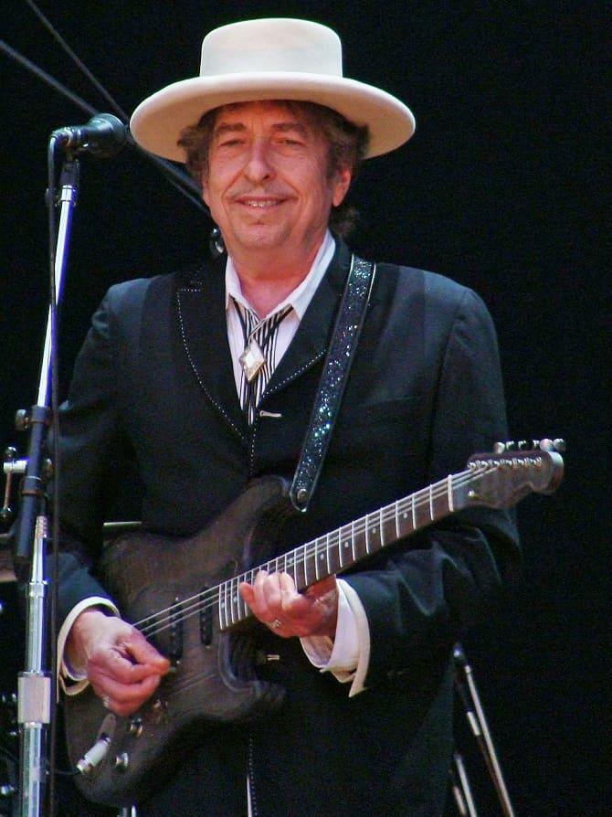 Культовый музыкант Боб Дилан обвинен в изнасиловании 12-летней девочки 1