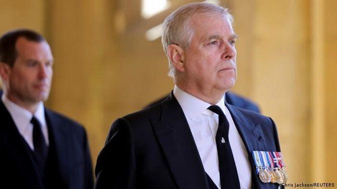 Скандал в королевской семье: принца Эндрю официально обвинили в изнасиловании несовершеннолетней 1