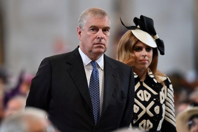 Скандал в королевской семье: принца Эндрю официально обвинили в изнасиловании несовершеннолетней 6