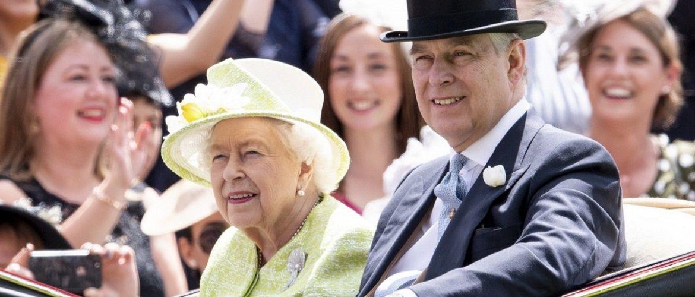 Скандал в королевской семье: принца Эндрю официально обвинили в изнасиловании несовершеннолетней