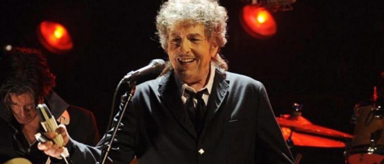 Культовый музыкант Боб Дилан обвинен в изнасиловании 12-летней девочки